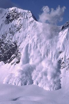 avalanche (사태) - An avalanche (also called a snowslide or snowslip) is a rapid flow of snow down a sloping surface. Mother Earth, Mother Nature, Dame Nature, Wild Weather, Beautiful Disaster, Winter Wonder, Winter Scenes, Natural Disasters, Amazing Nature