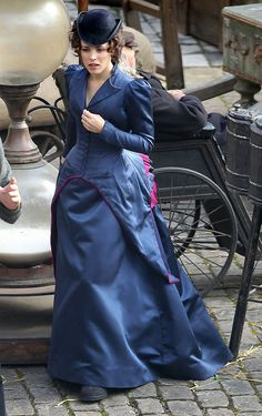Rachel McAdams: Rachel wore a period costume on set.