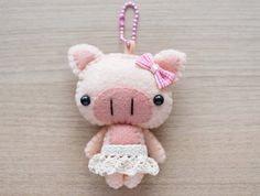 Pig Felt Keychain   cute accessories   Kawaii  por WeLoveStitches, $18.00