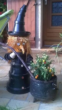 ~ Clay Pot Witch ~ Pic only Witch Craft with Boiling Cauldron Flower Basket Terra Cotta witch and cauldron Decorate your garden by making this clay flower pot horse Made by painting pots black and stacking them. The witches caldron is actually a plant! Casa Halloween, Halloween Clay, Halloween Crafts, Halloween Decorations, Halloween Porch, Outdoor Halloween, Happy Halloween, Flower Pot Art, Clay Flower Pots