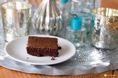 Ein Nutellakuchen aus drei Zutaten - super schnelles und einfaches Rezept für saftige, schokoladige Nutellabrownies mit nur 25 Minuten Backzeit.