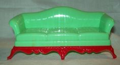 VINTAGE RENWAL PLASTIC DOLL HOUSE FURNITURE LIVING ROOM GREEN AND RED COUCH