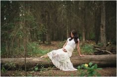 Amy – Woodland Maternity. i love this shoot- so pretty.