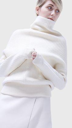 Celina turtleneck sweater | LOÉIL | #sweaters #turtleneck #winter