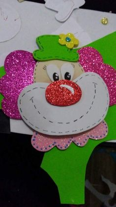 Clown Crafts, Carnival Crafts, Carnival Decorations, Circus Carnival Party, Circus Birthday, School Board Decoration, School Door Decorations, Foam Crafts, Paper Crafts