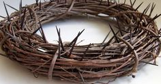 Waltzing Matilda  shares how she made this intriguing Easter crown of thorns wreath HERE . From March 11, 2011.