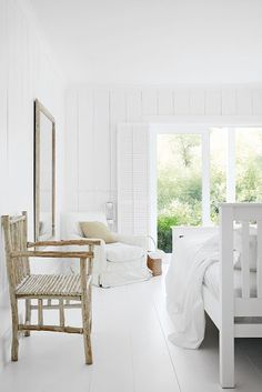 A beautiful white clapperboard house perches happily by the River Thames in Berkshire and makes for this stylish yet rustic residence. Filled with natural light and earthy tones, the interior is just as spectacular as the exterior of this home. Bedroom Design Inspiration, Interior Inspiration, Design Ideas, Inspiration Boards, Best Interior, Interior Design, Earthy Home Decor, Coastal Decor, Style Anglais