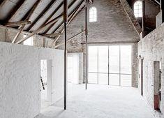 vosgesparis: A beautiful raw and white photo studio in Hamburg