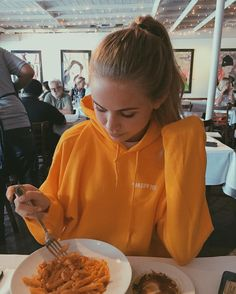 "105.3k Likes, 385 Comments - Scarlett Rose Leithold (@scarlettleithold) on Instagram: ""I match Fred's pasta"""