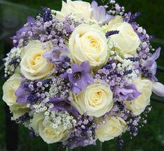 Svatební kytice v levandulových tónech Svatební kytice z čerstvých růží, levandulí, eustomy, frézií, gypsophilly.  Lavender wedding flower