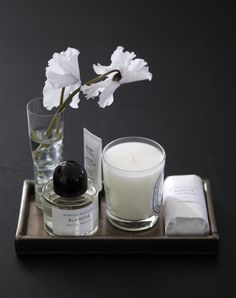 Piet Boon Styling by Karin Meyn | With the nice scent of this candle and some lovely matching flowers, every room can have it's own personality