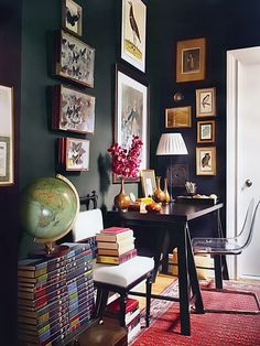 dark walls display a butterfly collection found at a Paris flea market. Apartment of Elaine Griffin and husband Michael McGarry. Interior design by Elaine Griffin. Photography by Joshua McHugh - Elle Decor Design Apartment, Interior Desing, Black Rooms, Decoration Inspiration, Study Inspiration, Dark Walls, Elle Decor, Home Office, Office Den