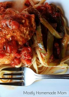 Crockpot Red Wine Chicken Cacciatore - this is a total showstopper! Perfect for a date-night in, too!