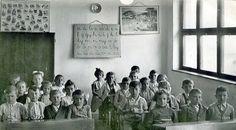 Felnémeti első osztályos általános iskolások 1957 körül Budapest Hungary, Old Pictures, Historical Photos, Culture, Mom, History, Retro, Painting, Historical Pictures
