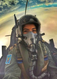 Gas Mask Girl, Female Pilot, Half Mask, Top Gun, Jennifer Aniston, Pilots, Master Chief, Air Force, Aviation
