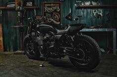 "Foto de Yamaha XJR 1300 ""Guerrilla Four"" por Rough Crafts (28/29)"