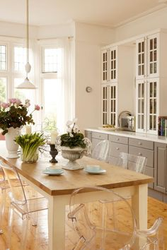 Grey & white kitchen combo's. LOVE the ghost chairs!