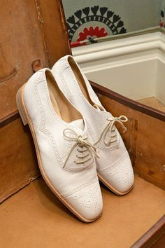 White Shoes for Spring - Manolo Blahnik Shoes Zapatos Manolo Blahnik, Shoes 2014, Fashion Heels, White Shoes, Beautiful Shoes, Summer Shoes, Kitten Heels, Oxford Shoes, High Heels