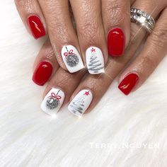 Festive Christmas Nail Art Designs & Ideas for New Year 2020 Beautiful Christmas Nail Art Designs,Christmas nail designs Christmas acrylic nails, long nails, short nails Christmas Gel Nails, Xmas Nail Art, Holiday Nail Art, Red Nail Art, Christmas Christmas, Easy Christmas Nail Art, Snowflake Nail Art, Christmas Cookies, Nagel Blog