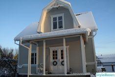 Vi bor i ett hus byggt 1920. På slutet av 60-talet klädde man in huset i mexitegel och bytte fönster.