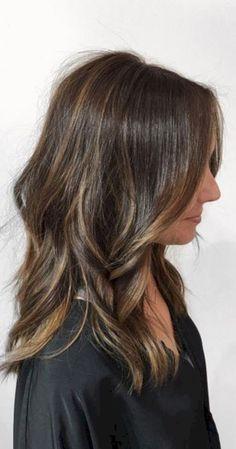 Beautiful brunette medium hair style inspiration (6) - Fashionetter