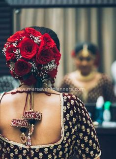 Wedding poola Jada Pretty and simple bridal hair style with flowers by Mars Event Planners. Bridal Hairstyle Indian Wedding, Bridal Hair Buns, Bridal Braids, Indian Wedding Hairstyles, Indian Bridal Makeup, Bride Hairstyles, Office Hairstyles, Stylish Hairstyles, Hairstyles Videos
