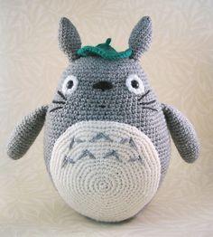 I think this is my favorite Totoro. Love this, especially the leaf. Grey Totoro Amigurumi by Lucy Ravenscar Crochet Patterns Amigurumi, Crochet Dolls, Knitting Patterns, Pdf Patterns, Amigurumi Tutorial, Totoro Crochet, Crochet Animals, Free Crochet, Dog Crochet