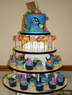 Finding Nemo cake/cupcakes- pretty sure Miranda would have this as a wedding cake.