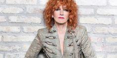 """Fiorella Mannoia: disco di platino per l'album """"Combattente"""" e oro per il brano """"Che sia benedetta"""""""