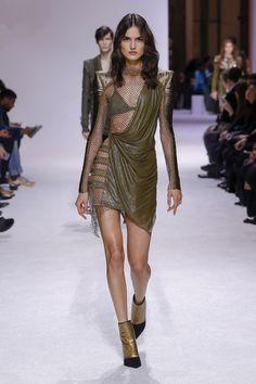 """Blanca Padilla for Balmain Menswear F/W Paris Fashion Week "" Fashion 2018, Fashion News, High Fashion, Fashion Outfits, Fashion Trends, Feminine Fashion, Couture Fashion, Runway Fashion, Fashion Beauty"