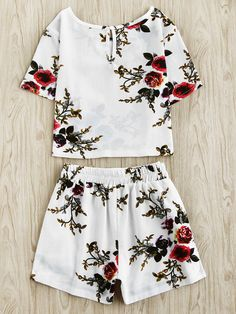 Floral Print Random Keyhole Back Top With Shorts Teen Fashion Outfits, Outfits For Teens, Girl Fashion, Womens Fashion, Crop Top Outfits, Cute Casual Outfits, Holiday Outfits, Spring Outfits, Western Outfits