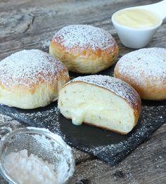 vaniljkrämsbullar4 Choux Cream, A Food, Food And Drink, Swedish Recipes, Bread Baking, Asian Recipes, Bread Recipes, Nom Nom, Sweets