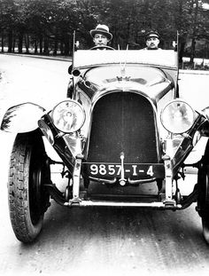 Rudolph Valentino driving his Avions Voisin car. He was reportedly a reckless driver & the press didn't hold back in attacking him. Rudolph Valentino, Hollywood Actor, Hollywood Celebrities, Vintage Hollywood, Classic Hollywood, Vintage Movies, Vintage Cars, Classic Films, Classic Cars