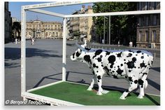 N°2 - One Depack Cow per Field - place Pey Berland Artistes Depack & Co - Propriétaire Depack Architectures Commerciales