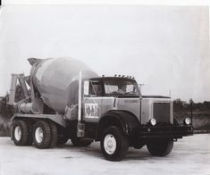 Mix Concrete, Concrete Mixers, Mixer Truck, Photo Search, Vintage Trucks, Press Photo, Classic Trucks, Semi Trucks, Pumps
