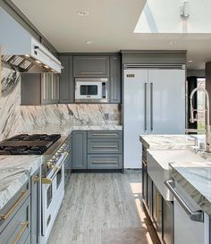 Absolutely love the idea of mixing gray and gold!! What a pop fabulosity! By Jason Swing... - Interior Design Ideas, Interior Decor and Designs, Home Design Inspiration, Room Design Ideas, Interior Decorating, Furniture And Accessories