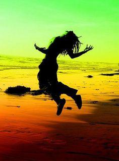 Somos infelices porque hemos estado buscando la felicidad en los lugares menos indicados. La buscamos dentro de: eventos, personas o circunstancias fuera de nosotros que son de naturaleza cambiante y que por lo tanto no pueden crear el verdadero sentido de felicidad que buscamos