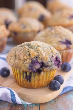 These Bakery Style Blueberry Muffins are filled with juicy blueberries that are swirled into a sweet batter and topped with a cinnamon streusel! Strawberry Banana Muffins, Best Blueberry Muffins, Banana Chocolate Chip Muffins, Blueberry Desserts, Blue Berry Muffins, Sweet Breakfast, Breakfast Dishes, Breakfast Dessert, Nutella Muffins