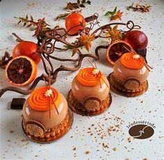 Bonjour à tous, Pour profiter encore des oranges sanguines, je les ai associées au chocolat dans des petits gâteaux pleins de saveurs. ...