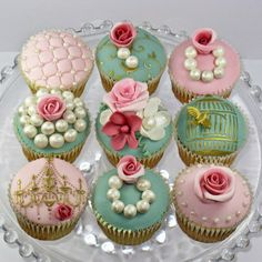 Most popular tags for this image include: cupcakes, vintage, cute, sweet and pink Cupcakes Bonitos, Cupcakes Lindos, Cupcakes Decorados, Pretty Cupcakes, Beautiful Cupcakes, Flower Cupcakes, Pink Cupcakes, Valentine Cupcakes, Rose Cupcake