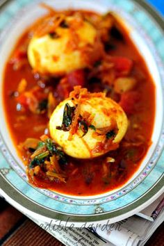 Kerala Egg Roast Recipe - a spicy, tangy egg curry from the Southern state of Kerala in India. Served with spongy yeasted bread called appa, this is the breakfast of Gods from God's Own Country. #keralarecipe #indianrecipe #curry