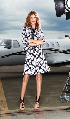 Shop de blazer: https://www.jeroenbeekman.nl/blazers/airfield/wit/25564228/2552.20.008479/