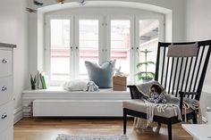 Välvt fönsterparti och djup fönsternisch