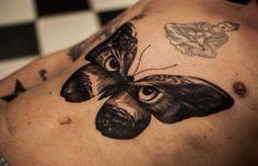 Schmetterling mit Augen Tattoo