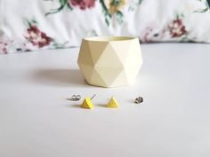 Check out this item in my Etsy shop https://www.etsy.com/listing/521793969/womans-gift-geometric-concrete-planter