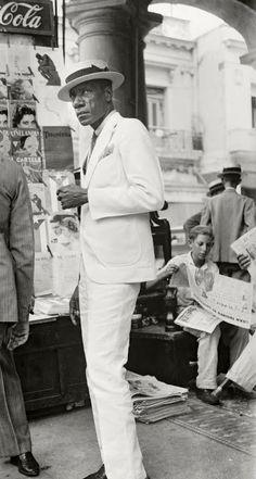 Havana, Cuba By Evans Walker. Havana, Cuba By Evans Walker. Gordon Parks, Dandy, Walker Evans Photography, Cuban Men, Look Fashion, Mens Fashion, Eugene Atget, Frida Art, Diane Arbus