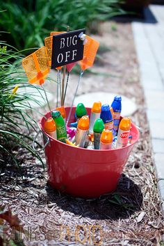 Bug spray and sunscreen station. Great idea for your summer outdoor party! From @Katie Hrubec Brown Workshop #partyideas