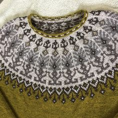 Ravelry: Distant shores pullover pattern by Iaroslava Rud Fair Isle Knitting Patterns, Fair Isle Pattern, Sweater Knitting Patterns, Knitting Charts, Knit Patterns, Hand Knitting, Knitting Sweaters, Pull Jacquard, Norwegian Knitting