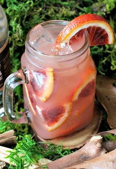 Sex in the Woods Recipe Beverages with moonshine, cranberry juice, orange juice, peach schnapps, orange segments Beach Drinks, Party Drinks, Fun Drinks, Alcoholic Drinks, Yummy Drinks, Martini Party, Yummy Food, Fruity Cocktails, Classic Cocktails