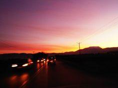 Το ηλιοβασίλεμα διαρκεί παρά ελάχιστα λεπτά, γιατί ο ήλιος δεν είναι η Πηνελόπη να με περιμένει. Όπου ταξιδεύω έχω την κάμερα μαζί μου. Μακάρι να φωτογράφιζα τα όνειρα μου..